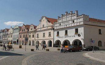 Třeboňské jaro v hotelu Bílý Koníček*** na náměstí: 3 dny v hotelu pro 2 s vínem, masážemi a slevami