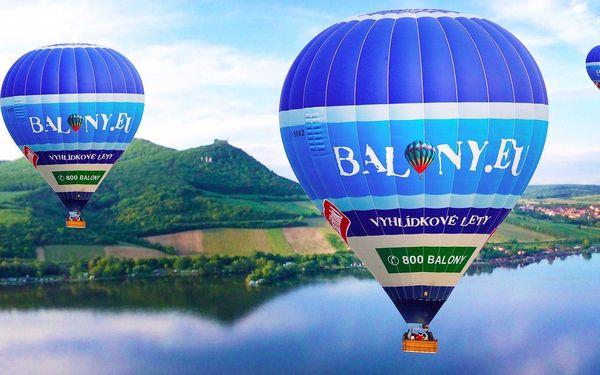 Hodina v balónu nad krásami Moravy včetně sektu
