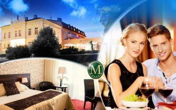 Romantický pobyt na 3 dny pro dva s polopenzí, gala večeří a privátním wellness v Parkhotelu Morris Nový Bor!