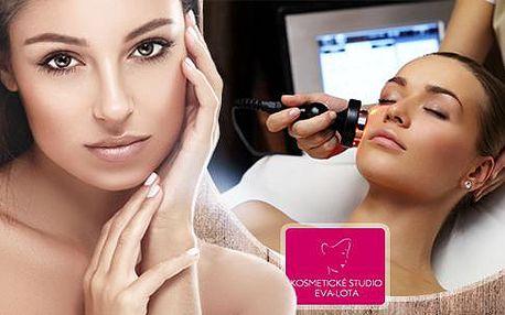 Kosmetické ošetření v délce 60 či 90 minut. Galvanická žehlička, ultrazvuková špachtle či revitalizační jarní ošetření.