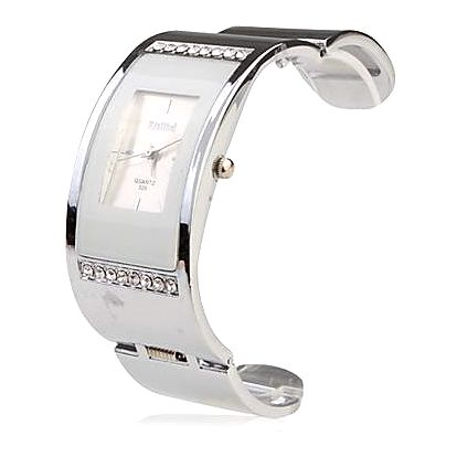 Náramkové hodinky z ocele