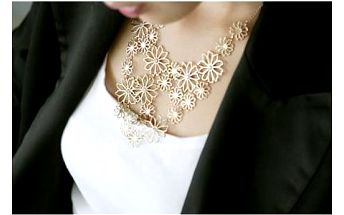 Zlatavý kytičkový náhrdelník!