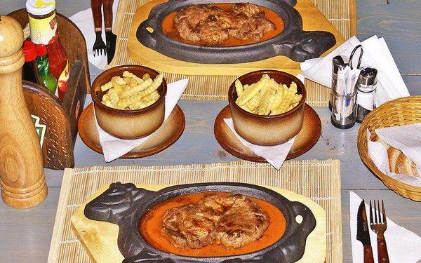 Dobrota z grilu: Dvě krkovice a hranolky