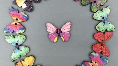 Dřevěné knoflíky v podobě motýlů - 50 kusů
