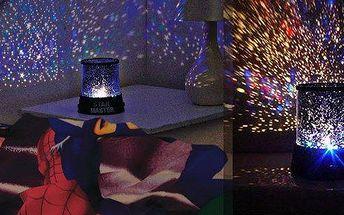 Projektor noční oblohy. Umístěte jej doprostřed pokoje na zem, lehněte si na postel a sledujte krásně blikající zářivou oblohu