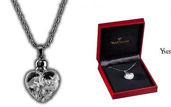Náhrdelník s přívěškem ve tvaru srdce ve kterém se třpytí plátky karátového stříbra. Buďte ještě víc okouzlující s jedinečným náhrdelníkem z dílny Yves Camani.