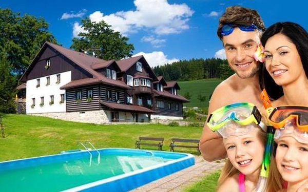 Bezva léto s venkovním bazénem uvnitř Krkonoš. Polopenze ve stylové restauraci,uzený pstruh z vlastního chovu s možností vylovení, bazén 4x8 m, sauna, hřiště, kuželky, stolní tenis. Až do konce listopadu 2016!