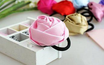 Gumička do vlasů s růží pro váš romantický účes!