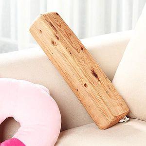 Polštář ve tvaru kusu dřeva - dodání do 2 dnů