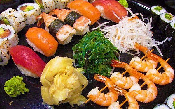 Japonské hody pro dva: 36 kousků sushi a salátek
