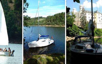 Kapitánem bez průkazuna jachtě na Orlíku !!! Vhodné i pro začátečníky! Pronájem motorové kajutové plachetnice, na kterých mohou strávit dovolenou i odvážní námořníci bez průkazu Vůdce malého plavidla. Za hezkou dovolenou nemusíte jezdit k moři - Orlík ne