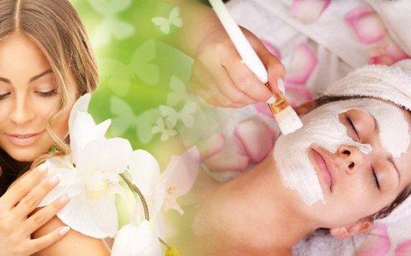 Nabitý kosmetický balíček pro regeneraci pleti po zimě! 60 minut hýčkání s masáží obličeje, krku i dekoltu, liftingovým sérem, multivitamínovou maskou i mikromasáží očního okolí a maskou nebo hlubokým čištění laserem. Svěřte svou pleť do rukou zkušené odb
