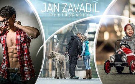 90min. profesionální focení v ateliéru! 5x nebo 10x upravená, tištěná fotografie páru, dětí i rodiny.