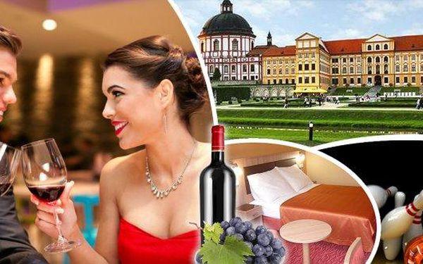 Romantický pobyt pro 2 osoby na 3 dny v Hotelu Opera*** pouhých 100 m od krásného barokního zámku a zámecké zahrady v Jaroměřicích nad Rokytnou. Užijte si společné chvíle při svíčkách u romantické večeře a láhve vína a odreagujte se při bowlingu nebo kule