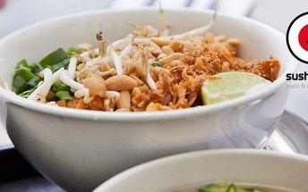 Barevné asijské menu s domácím nápojem