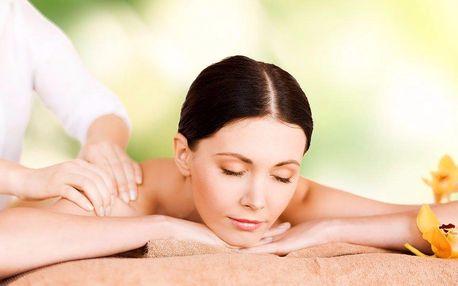 Aromaterapie - masáž zad pomerančovým olejem