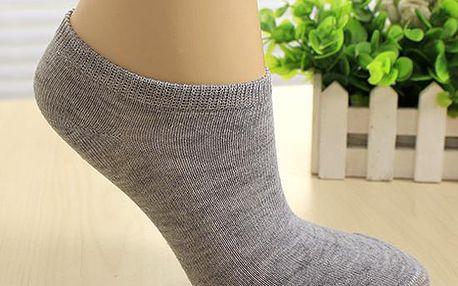 Jeden pár nízkých kotníkových ponožek