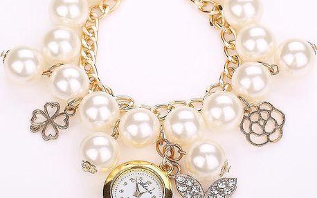 Hodinky ukryté v perlovém náramku