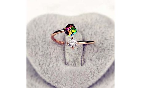 Otevřený různobarevný prstýnek se dvěma kamínky ve zlaté barvě