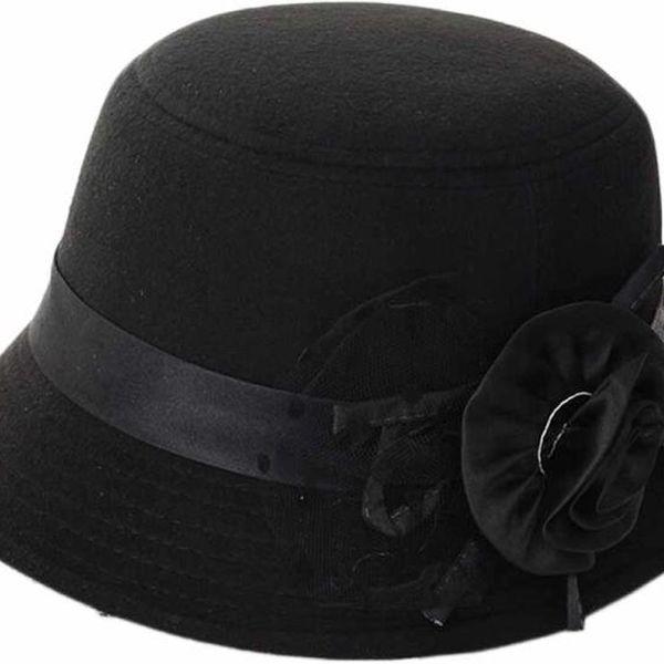 Prvorepublikový dámský klobouk s mašlí a květinou