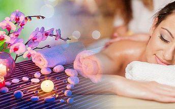 Regenerační masáž s parafínovým zábalem v salonu Bamizi. Parafínové zábaly působí též blahodárně na nervovou soustavu, cítíte se po nich uvolněně a relaxovaně.