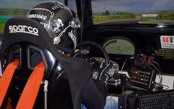Bezstarostná jízda v závodním simulátoru iRacing