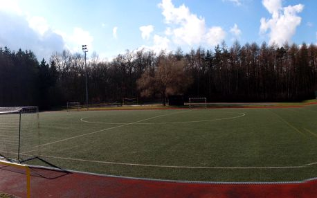 Hodina na fotbalovém hřiště s umělou trávou II. generace včetně zázemí za exkluzivních 633 Kč! Praha 4 Chodov