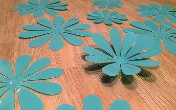 Nalepte.cz 3D květy na zeď azurově modrá 12 ks průměr 7,6 cm až 11 cm