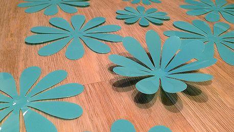 3D květy na zeď azurově modrá 12 ks průměr 7,6 cm až 11 cm