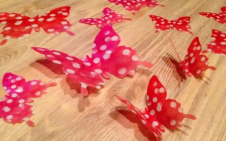 3D motýlci růžoví červení s puntíky 12 ks šíře 7 až 12 cm