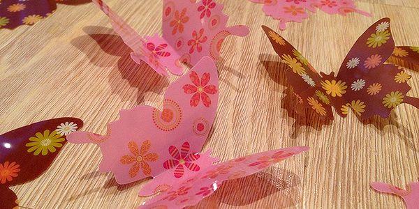 3D motýlci růžoví hnědí s kytičkama 12 ks šíře 7 až 12 cm