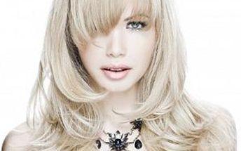 Mytí, regenerace, střih, foukaná a finální styling pro jakoukoliv délku vlasů v salonu Charmant.
