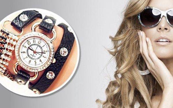 """Luxusní hodinky z kolekce Infiniti 2014 jsou elegantní i rebelské zároveň.Hodinkyjsou z jedné stranyozdobeny ECO kůží s průhlednými kamínky, ze strany druhédrobnými třpytivými kamínky """"v náramku"""""""