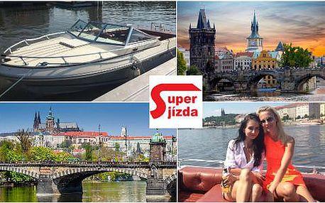 Hodinová plavba po Vltavě až pro 4 osoby