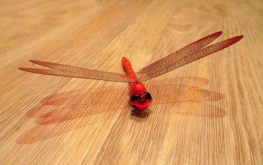 Nalepte.cz 3D vážka červená dekorace na zeď šíře 12 cm