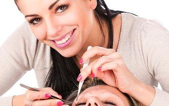 Dopřejte si prodloužení řas technikou řasa na řasu produkty Blink Lashes. 100% přirozený vzhled.
