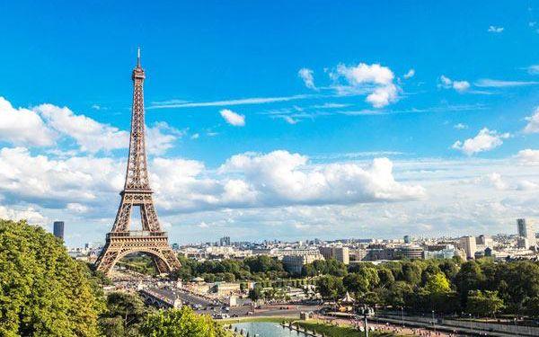 Zájezd do Paříže s nákupy a zastávkou v termálech