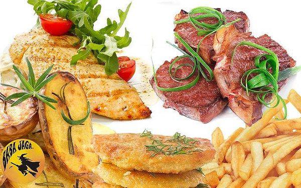600 gramů kuřecích a vepřových steaků se 3 druhy příloh v pražské hospůdce Baba Jaga