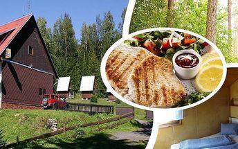 Relaxační pobyt pro dva s polopenzí v horské Chatě na Papírně, snídaně, večeře, sklenička vína, pivo