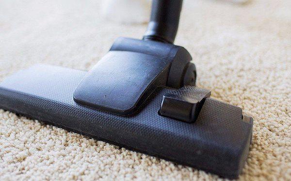 Hloubkové čištění koberců nebo čalounění