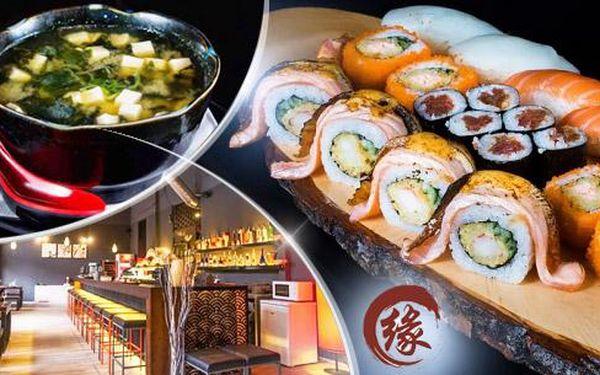 Tříchodové sushi menu pro 2 osoby v Engawa Sushi Baru na Praze 1! Polévka miso, závitky a 20ks mix + víno