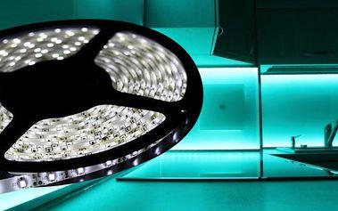 Bílé i barevné svíticí LED pásky s příslušenstvím