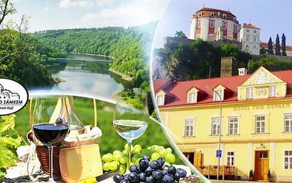 Jižní Morava - Vranov nad Dyjí na 3 až 8 dní pro dva s polopenzí, pronájmem kol a lahví vína, platí do října!