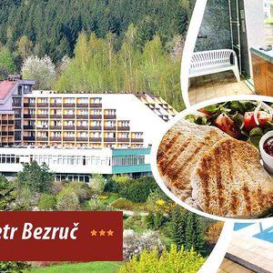 3denní pobyt pro dva s polopenzí v Hotelu Petr Bezruč***, bazénem, wellness procedurami,saunou aj.