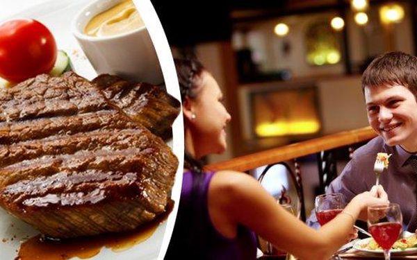Skvělý XXL Mix Gril v Praze!!! 300 g steak z vepřové krkovice, 300 g steak z kuřecích prsíček, k tomu hranolky, pečené brambory, bramborové placičky, domácí omáčky (barbeque, bylinková) v restauraci Baba Jaga!