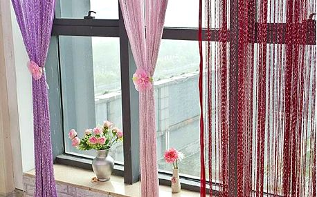 Provázková záclona v mnoha barvách