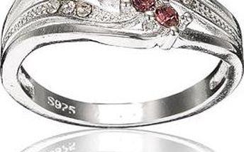 Krásně zdobený prsten s barevnými kamínky
