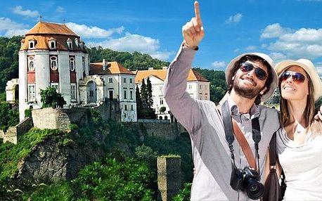 Romantika pod pohádkovým zámkem Vranov nad Dyjí s polopenzí. Hotel Pod zámkem *** nabízí zapůjčení kol pro dva a malebnou přírodu, kterou znáte z českých pohádek. Přijeďte načerpat kouzlo Jižní Moravy!