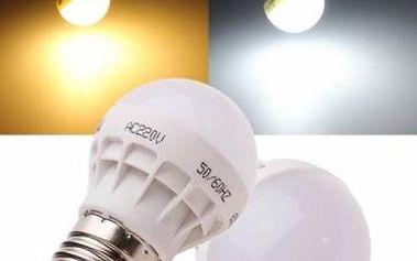 Žárovka s teplým nebo bílým světlem