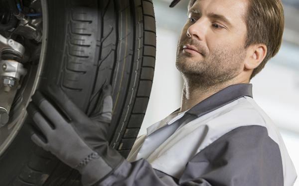 Přezutí pneumatik nebo celých kol v Auto Moto Centru Jandovský v Praze.